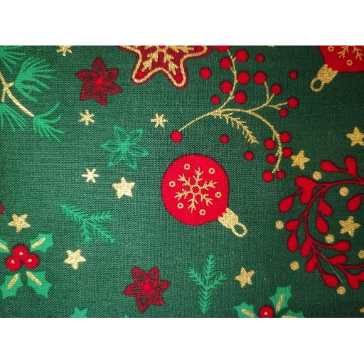 Christmas poplin fat quarters - berries and wreaths