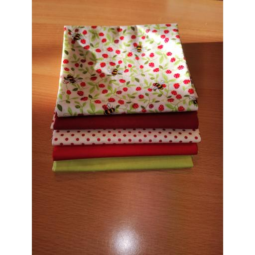 Strawberry bees cotton fat quarter set